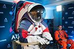 再也不用跳着走!NASA新一代宇航服穿着更灵活