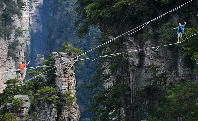 湖南张家界:峰林带舞 绝壁竞技