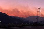 美加州富人区爆发山火气味刺鼻