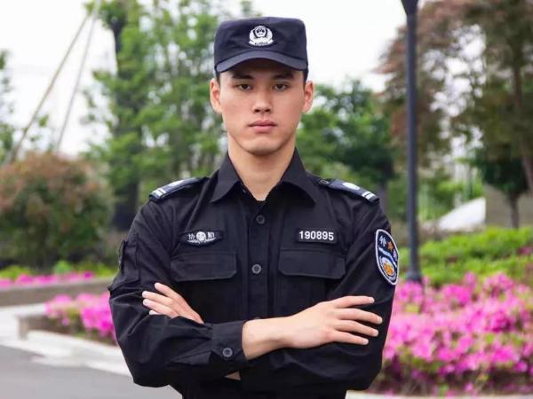 宁波最囧小偷:行窃遇上特警户主 被擒拿又被抱摔