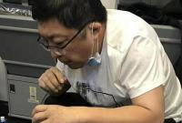 37分钟急救!这位医生用嘴为患病老人吸出800毫升尿液