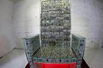 """坐拥百万美钞!俄罗斯艺术家创作""""土豪专座"""""""