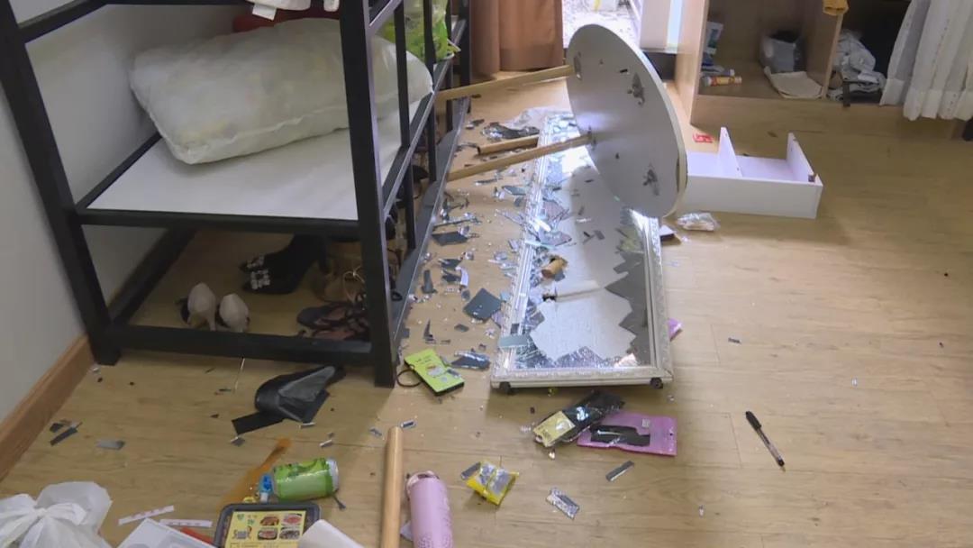 深圳一女子屡遭男友家暴:从家打到走廊 监控拍下全程
