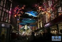 伦敦绚丽彩灯点亮缤纷新年