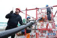 平潭海峡公铁大桥220千伏桥缆开始敷设