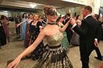 白俄罗斯举办舞会迎接旧历新年