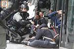 暴徒昨围殴港警 港府谴责:暴力袭击行为令人发指