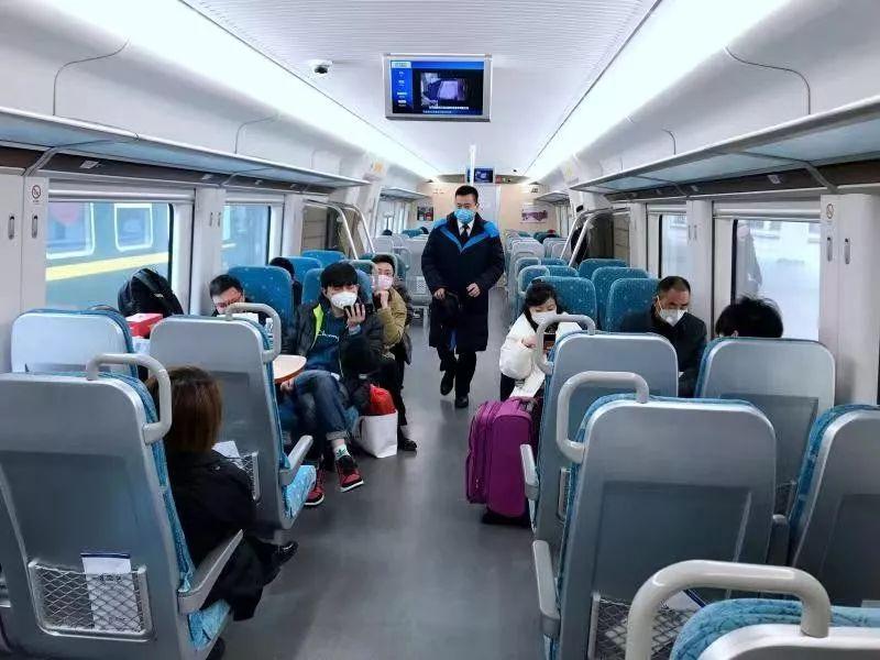 客流下降六成,铁路部门全力运送防控和生活物