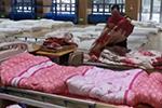 """武汉""""方舱医院""""扩容至11家万余床位 隔离观察点也在增加"""