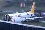 土耳其伊斯坦布尔一客机冲出跑道 机身断成两截