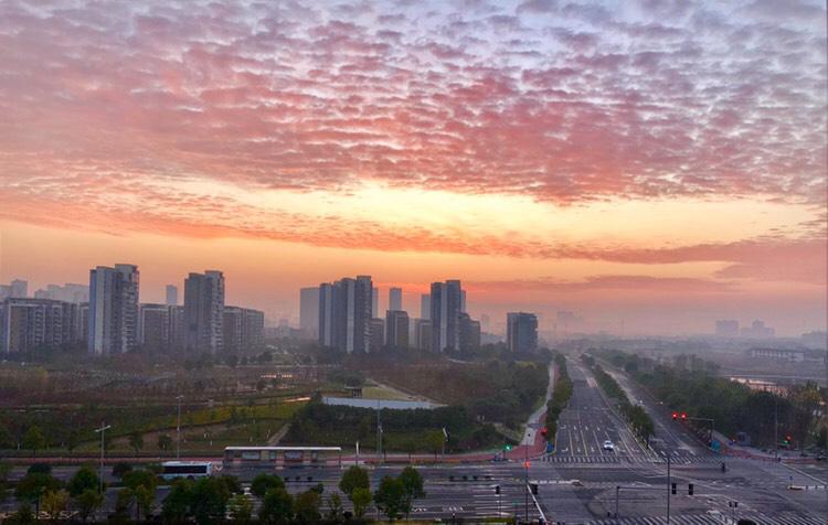 今晨宁波的天空太美!霞光万道含紫气