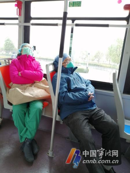 12小时收治29名重症患者 援汉医生太累以车为床