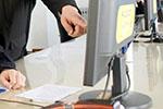 居家办公报酬争议:有企业单方面更改薪资计算方式