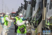 山东滕州:客车消毒为恢复运营做准备