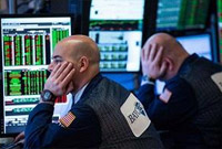 美股再度暴跌 道指收跌近1500点进入熊市