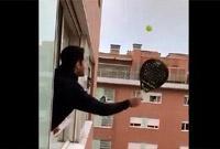"""居家隔离太无聊?意民众在窗外开打""""高空网球赛"""""""