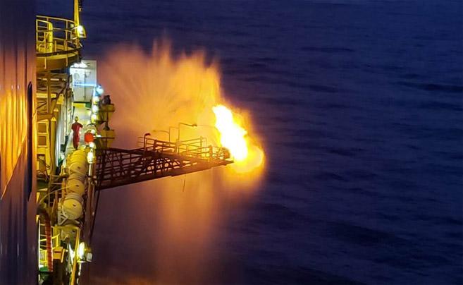 """我国率先实现水平井钻采深海""""可燃冰"""""""