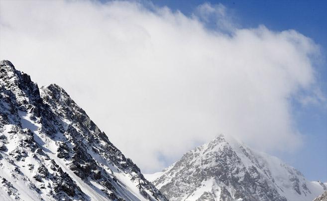春日巴尔斯雪山