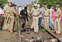 印度工人返家途中因疲惫睡卧铁轨 16人遭火车轧死