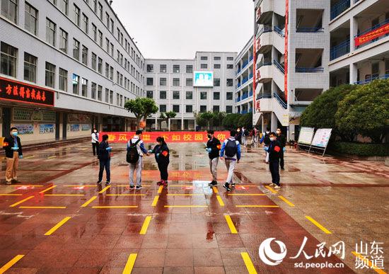 山东省济南市初中毕业年级返校复学侧记