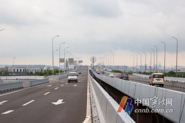 一方面作为姜山西片区接入快速路的交通通道