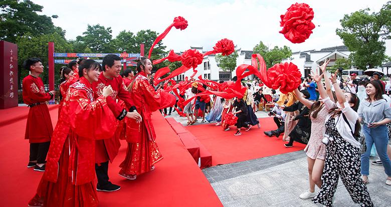 十里红妆与逆行英雄相伴 一场迟来的集体婚礼在宁海上演
