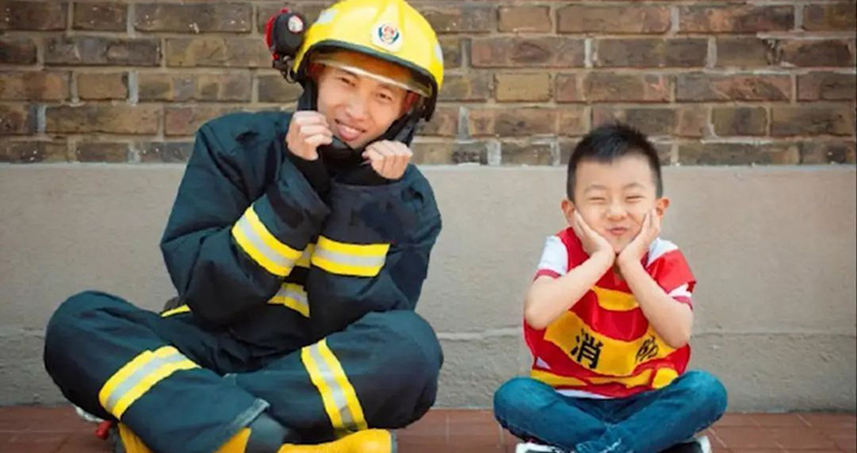 这才该追!男孩遇消防员出警秒变迷弟