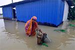 印度东北边境暴雨肆虐:桥梁道路被毁 数十人死亡