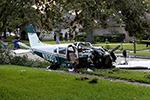 一架小型飞机在美国休斯敦地区坠毁