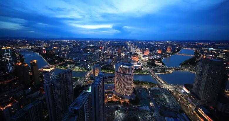 """从249米高的""""宁波塔""""俯瞰三江口夜色 这个角度你见过吗"""