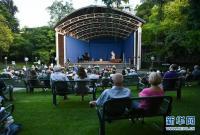 德国法兰克福棕榈园开启夏日音乐季