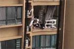 """警方通报""""老人台风天关窗坠亡"""":住户自行改造阳台"""