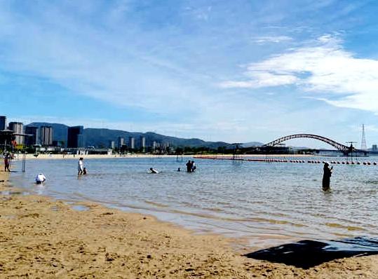 闲走梅山湾沙滩公园