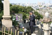 菅义伟就任日本首相后首次给恩师扫墓