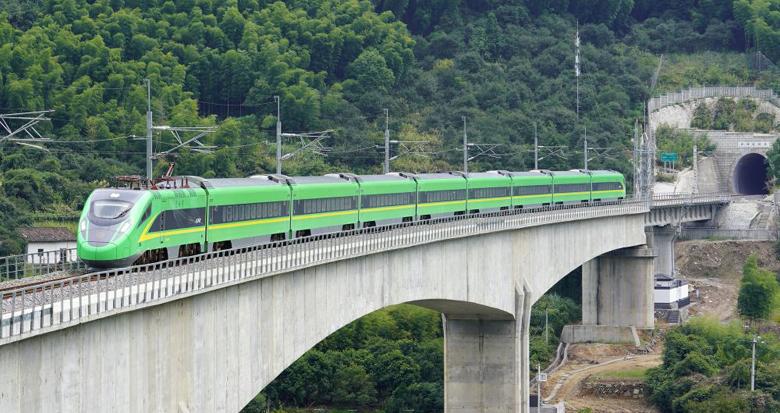 衢宁铁路开通运营