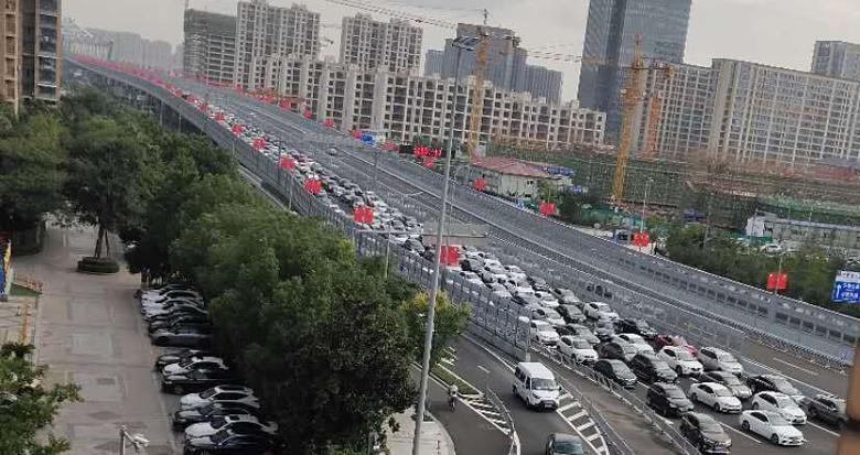 新开通的三官堂大桥首个早高峰有点堵