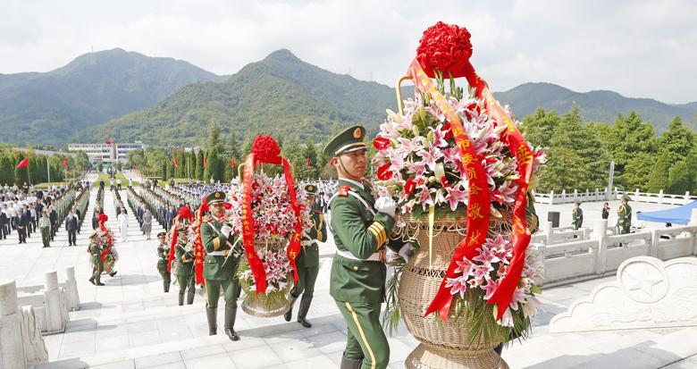 宁波市党政军领导向革命烈士敬献花篮