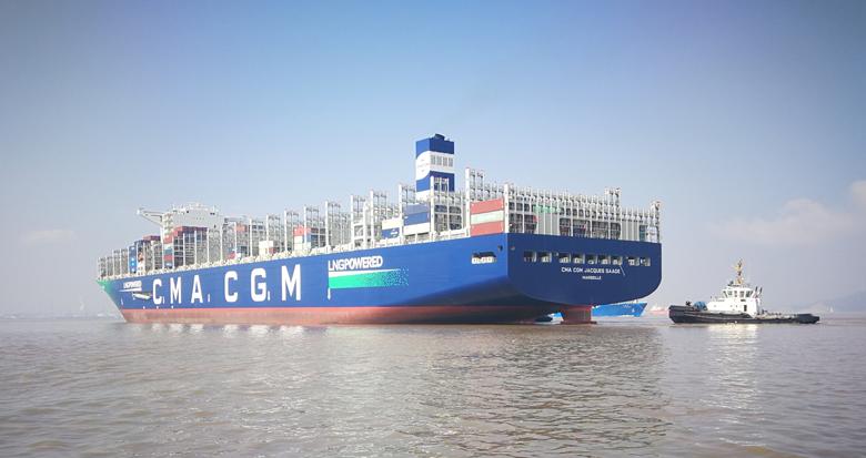 巨无霸来了!全球首艘超大型双燃料集装箱船首靠宁波