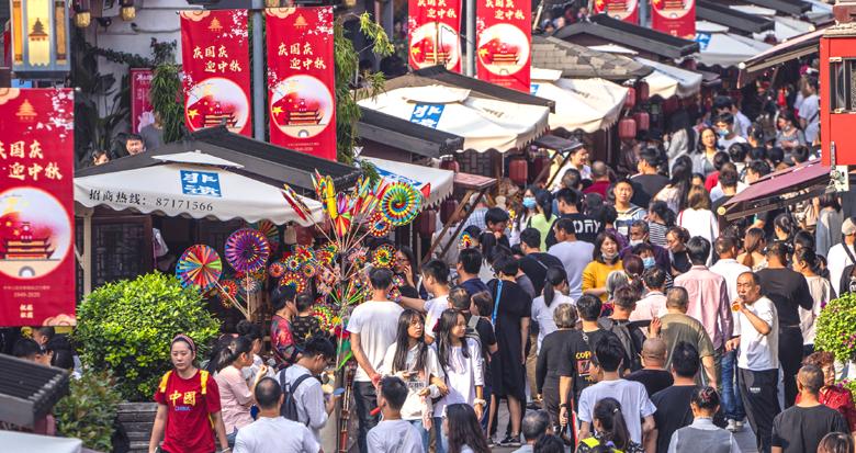 国庆假期第三天 鼓楼步行街人气旺