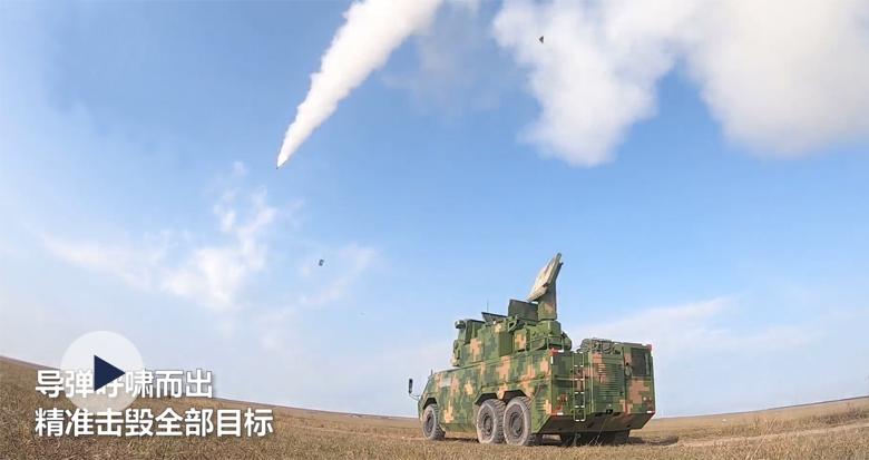 新型地空导弹实弹演练 精准命中!