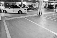 19万余元买的车位 车却停不进 开发商:车位是通过验收的