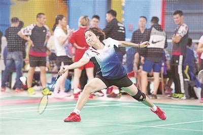 区职工羽毛球等级联赛举行