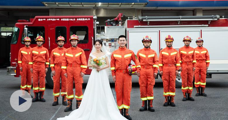 宁波消防员与妻子的这组橙色婚纱照 燃爆了!