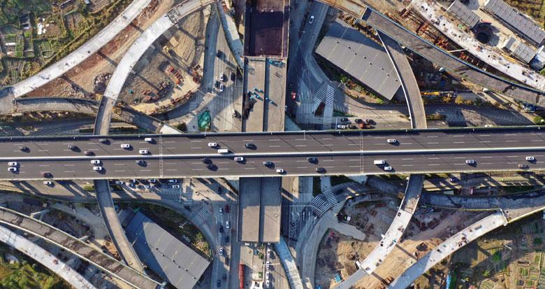 世纪大道快速路新进展:北环互通区钢箱梁完成吊装