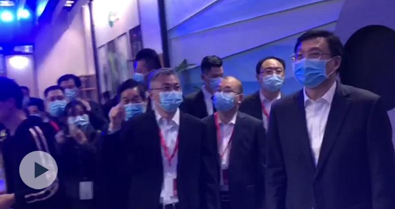 中宣部副部长傅华巡馆长三角文博会宁波展区