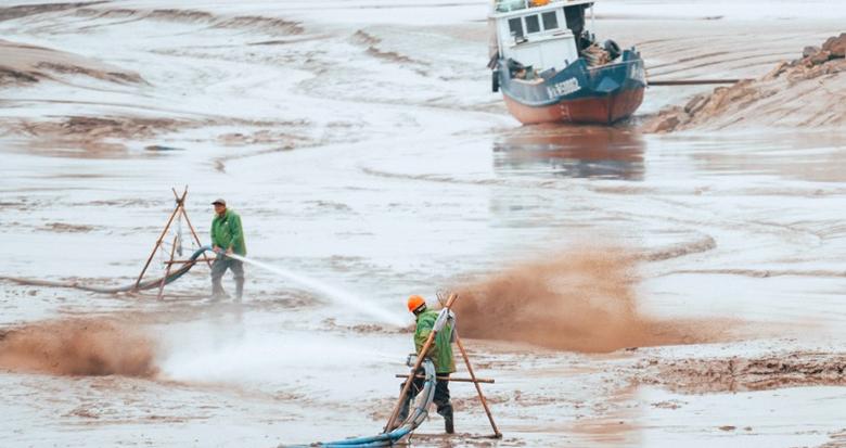 余姚泗门海涂清淤 场面甚是壮观