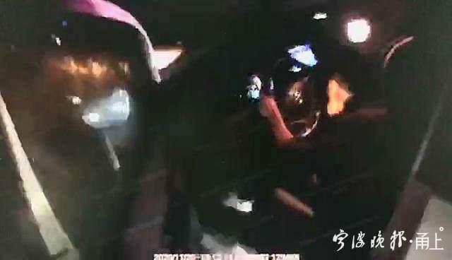 """""""我吓死了!""""新手司机""""龟速""""夜跑高速 遇到交警后哭诉……"""