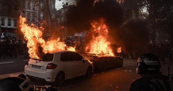 法国巴黎发生游行示威