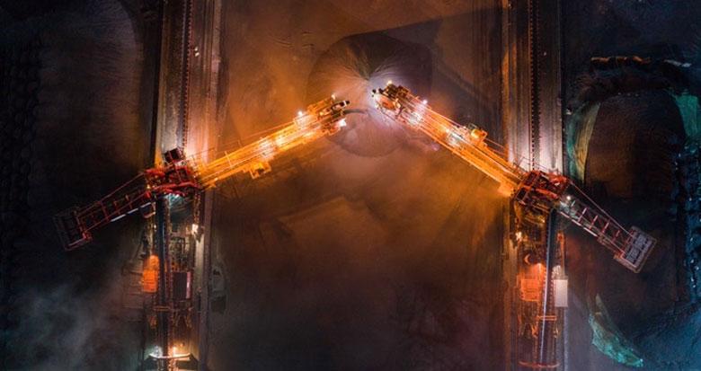挑灯夜战卸电煤