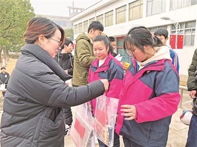 东吴镇中学为留鄞过年孩子点亮微心愿